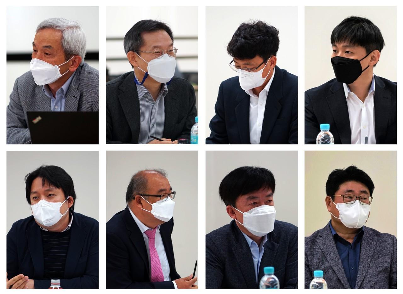 지난 5월 7일, 서울대학교 GECE 컨벤션에서 시스템 반도체 좌담회가 열렸다. 왼쪽 상단부터 시계방향으로 박영준 교수, 이종호 교수, 이순학 연구원, 이종욱 연구원, 황선욱 지사장, 한태희 교수, 이효승 대표, 조명현 대표