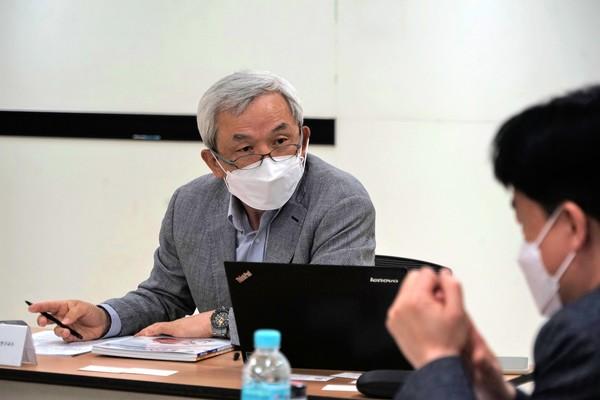 박영준 서울대학교 연구교수 겸 좌장